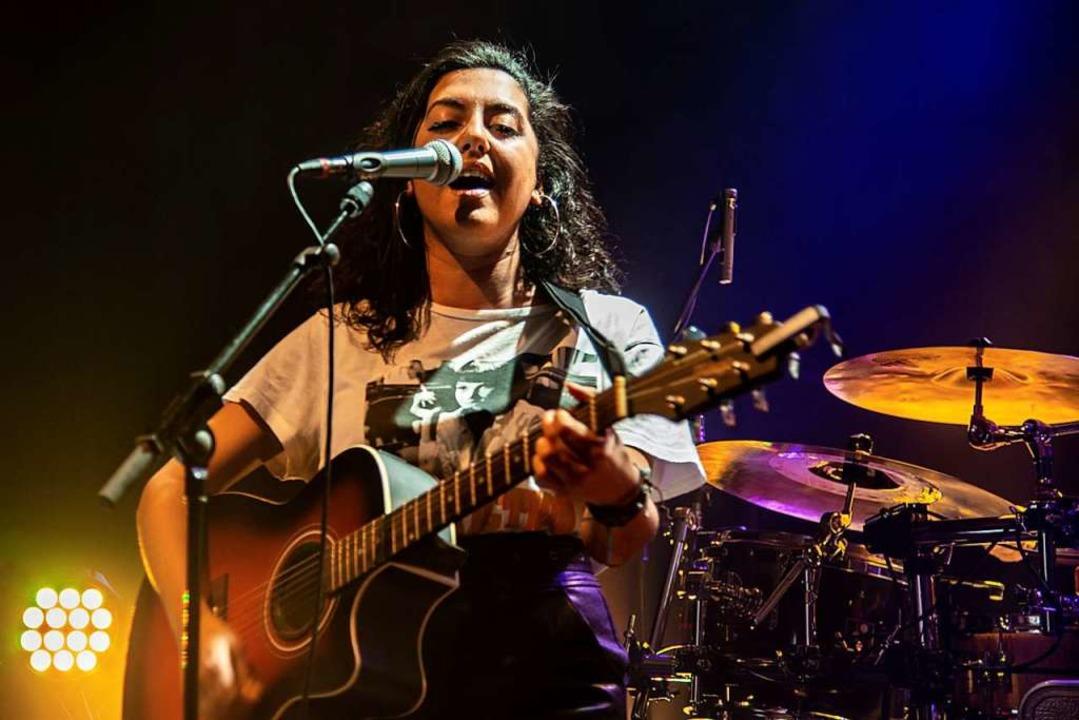 Sängerin Meryem sorgt für gute Stimmung.  | Foto: Olaf Michel