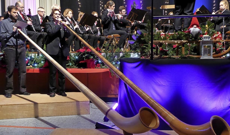 Alphornbläser: Joachim Störr und Eva-M...esonderen Effekt beim Stephanskonzert.    Foto: Sylvia-Karina Jahn