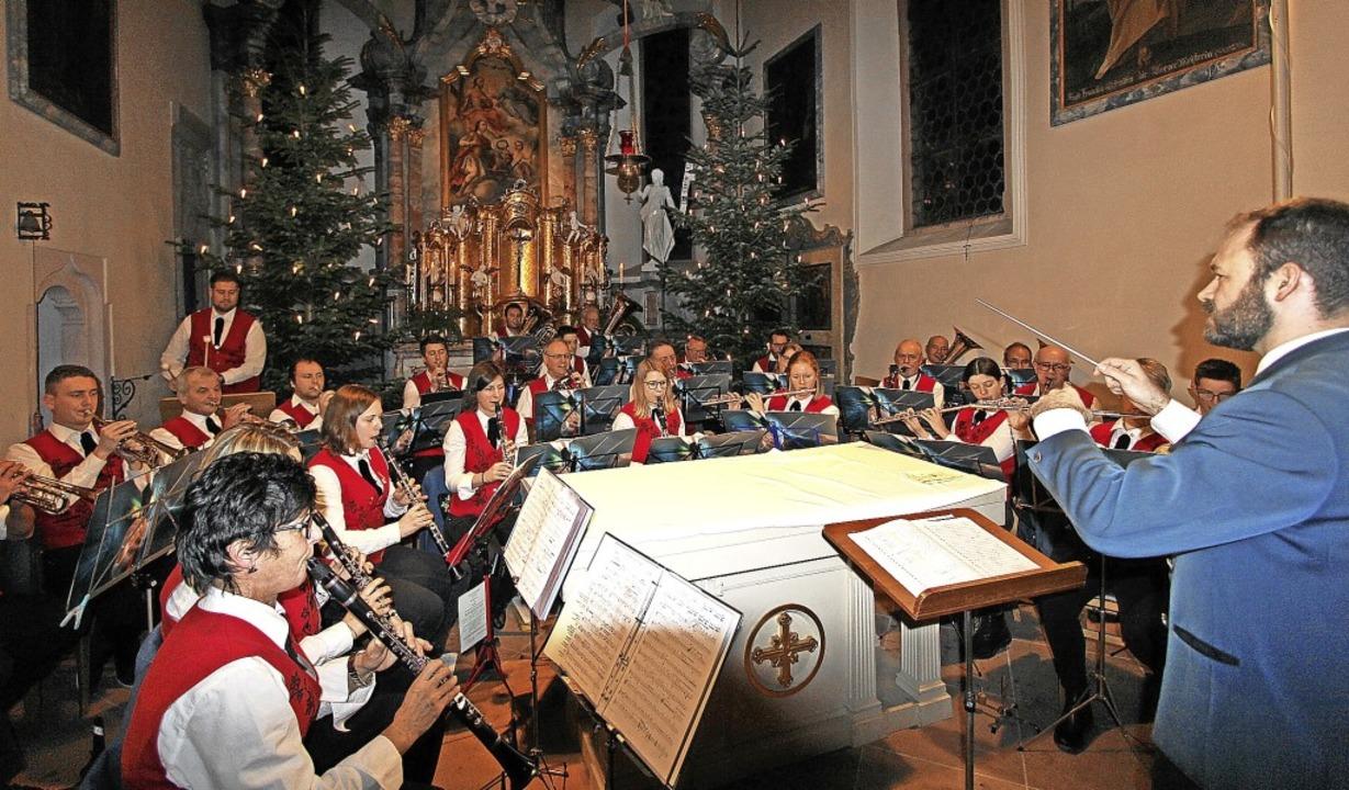 Auch die Mitglieder der Burkheimer  St...end in der Sankt Pankratiuskirche bei.  | Foto: Herbert Trogus