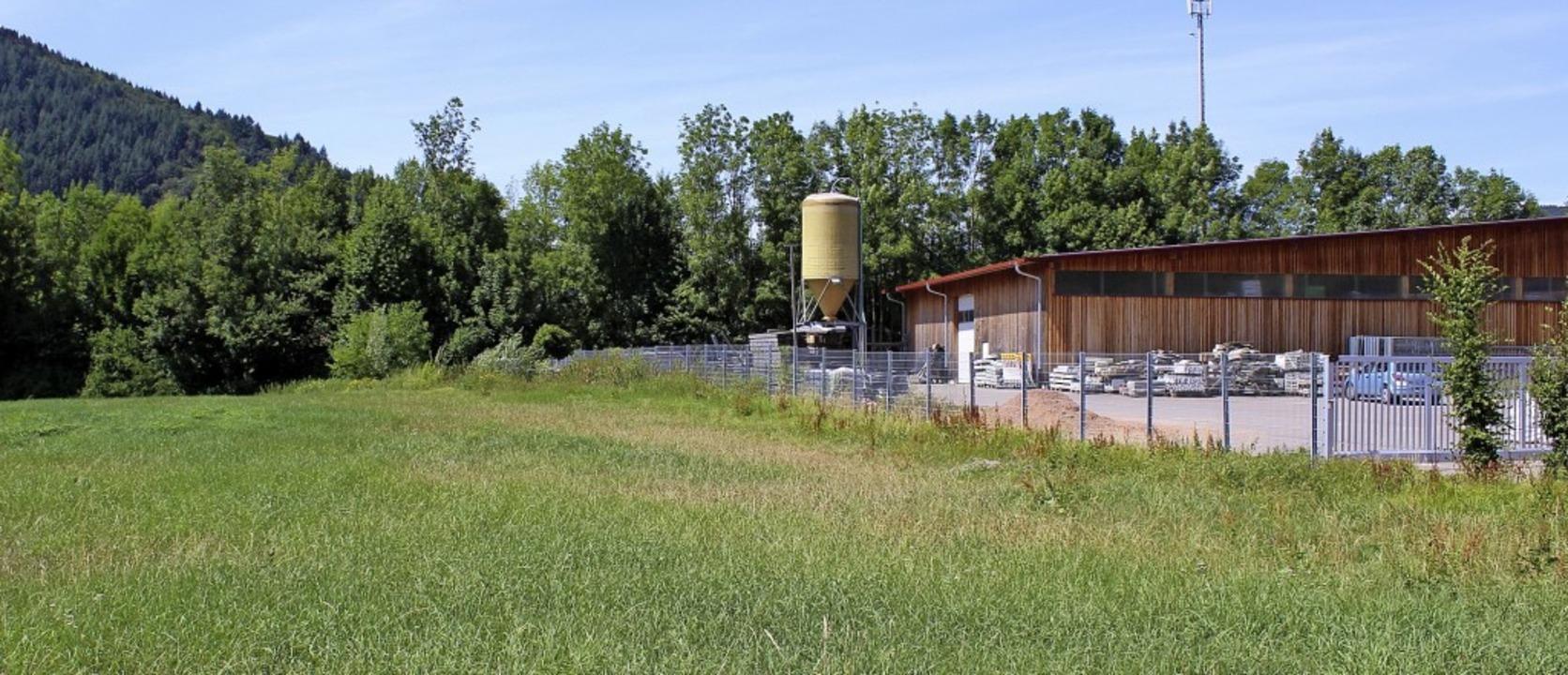 Hier  neben dem Bauhof der Gemeinde Gu...uen mit Anbau für den Rettungsdienst.   | Foto: Karin Heiß
