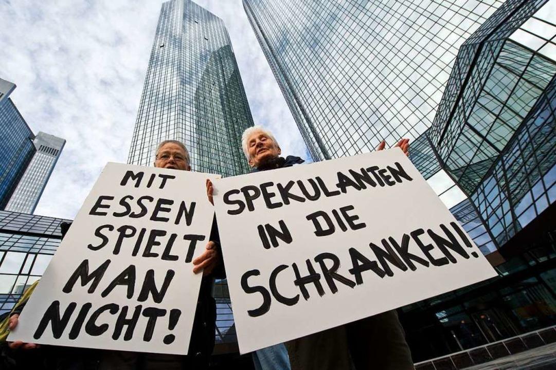 Wo endet die politische Bildung und wo...Attac des Status der Gemeinnützigkeit.  | Foto: Boris Roessler