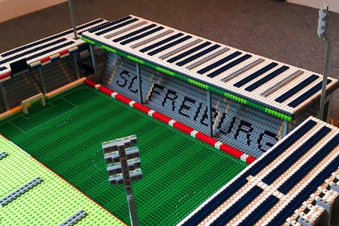 Detailliert hat Joe Bryant das Schwarzwaldstadion aus Lego nachgebaut.  | Foto: Video-Screenshot