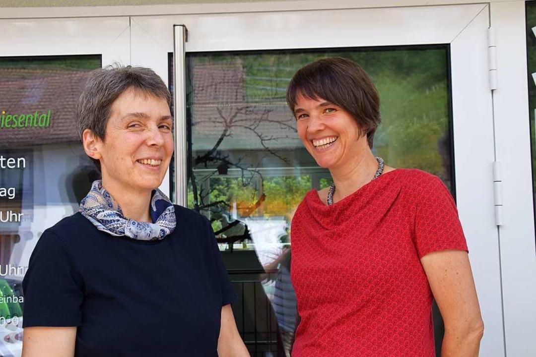 Kathrin Mersch (links) übernahm in die...e Praxis von Hiltrud Heim in Tegernau.  | Foto: Stefan Ammann
