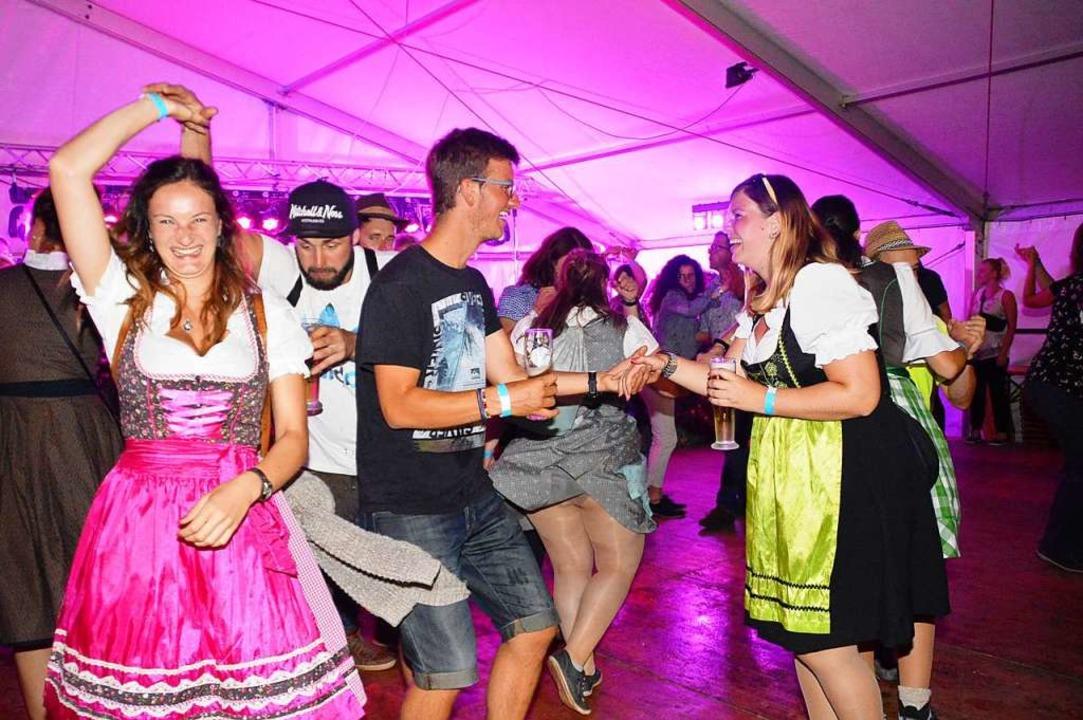 Abtanzen und Partymachen lautete das M...Tegernauer Musikverein  veranstaltete.  | Foto: Edgar Steinfelder