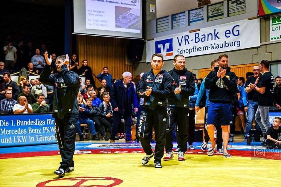800 Zuschauer kamen und sie sahen eine Niederlage für die Adelhauser Ringer, die in rot kämpften. (Foto: Gerd Gruendl)