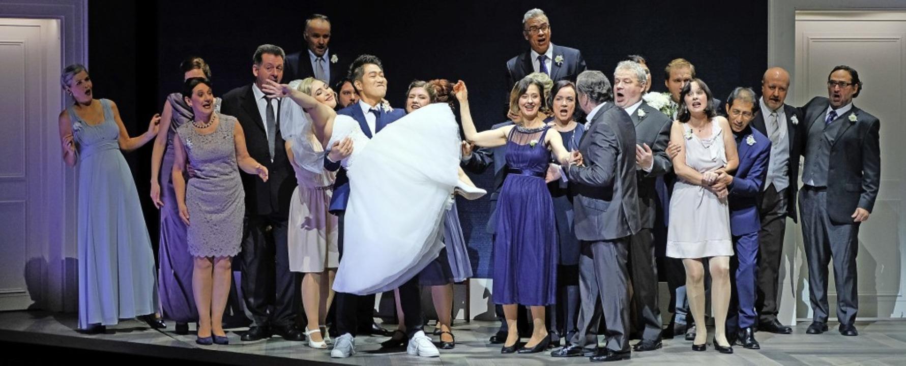Hochzeitsnacht, kurz vor der Katastrophe: Szene aus dem ersten Akt.  | Foto: falk von traubenberg