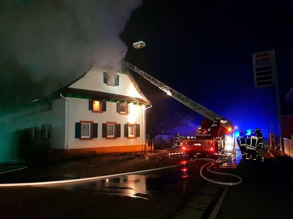 Das brennende Wohnhaus in Ichenheim    Foto: Wolfgang  Künstle
