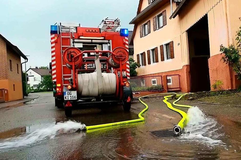 Hochwasser: Davon hatte Kippenheim im abgelaufenen Jahr mehr als genug. Im Mai tobt sich Tief Alex (Bild) aus und sorgt für überflutete Straßen, im Juli ergießt sich ein Starkregen über der Ortenau. (Foto: Wolfgang Künstle)