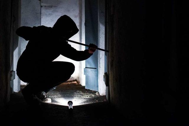 Polizei erwischt Einbrecher im Keller – mit Hilfe der Nachbarn