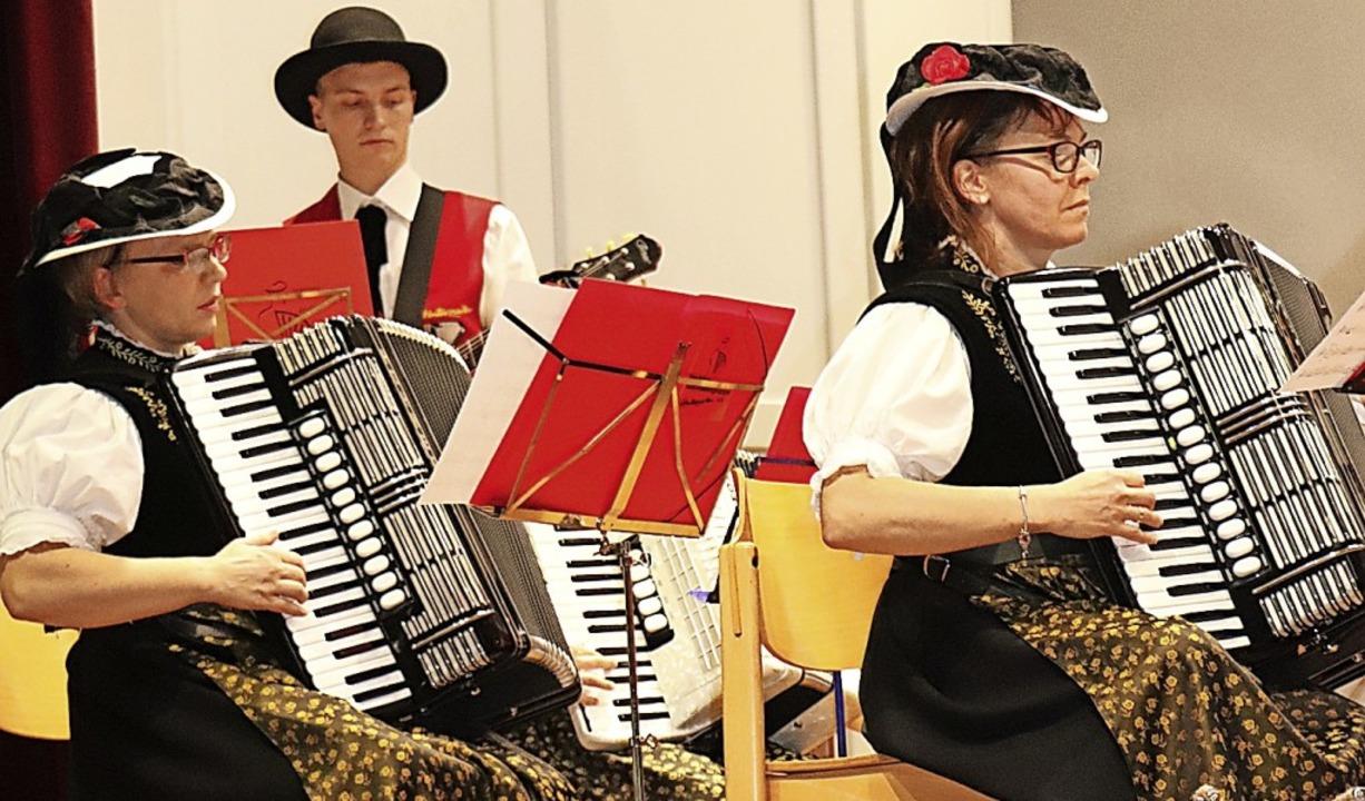 Voll gefordert waren die Musiker bei  ...ury.  Tim König spielte dazu Gitarre.   | Foto: Dieter Maurer