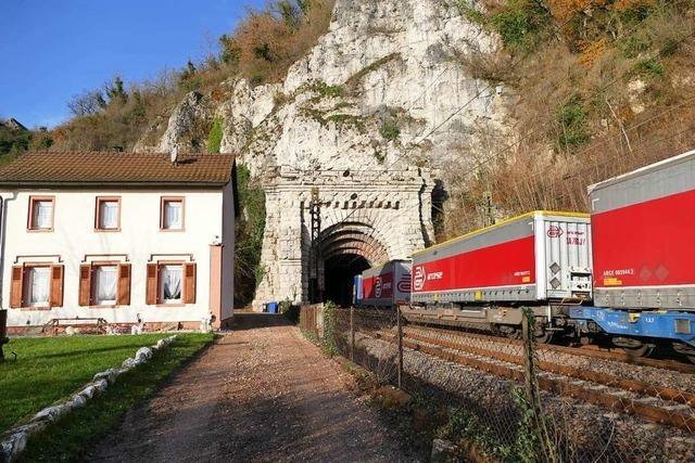 Mehr Güterzüge fahren tags und nachts über die alte Rheintalstrecke