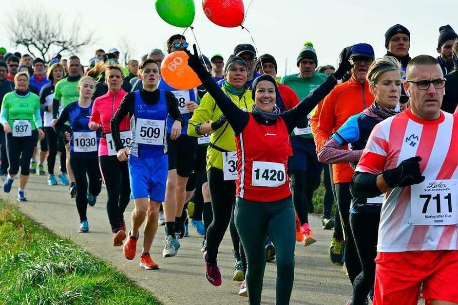 Bei Sonnenschein und Temperaturen knapp über dem Gefrierpunkt hatten viele Läuferinnen und Läufer kurz vor dem Jahreswechsel mächtig Spaß beim 25. Britzinger Silvesterlauf. (Foto: Daniel Thoma)