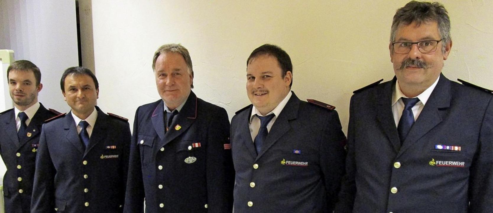 Geehrte und Gewählte der Feuerwehr-Abt...t Gesamtwehrkommandant Thomas Mutter.   | Foto: Peter Schütz
