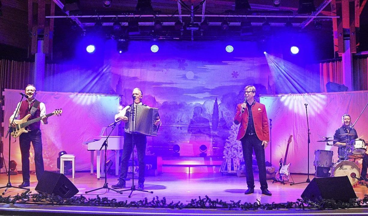 Für Stimmung  im Kursaal sorgten  die ...Gesangs- und Instrumentalsolistinnen.     Foto: Stefan Pichler