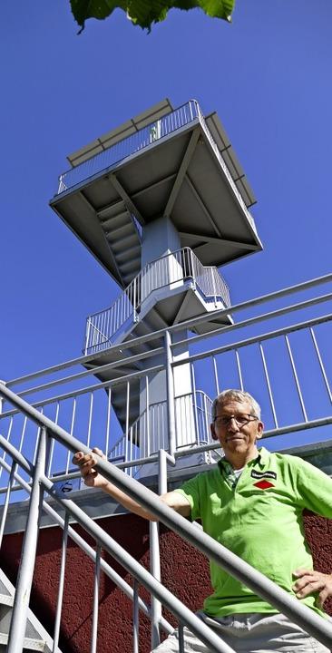 <BZ-FotoAnlauf>Weitblick:</BZ-FotoAnla...reins, den 50 Jahre alten Heubergturm.    Foto: Klaus Fischer
