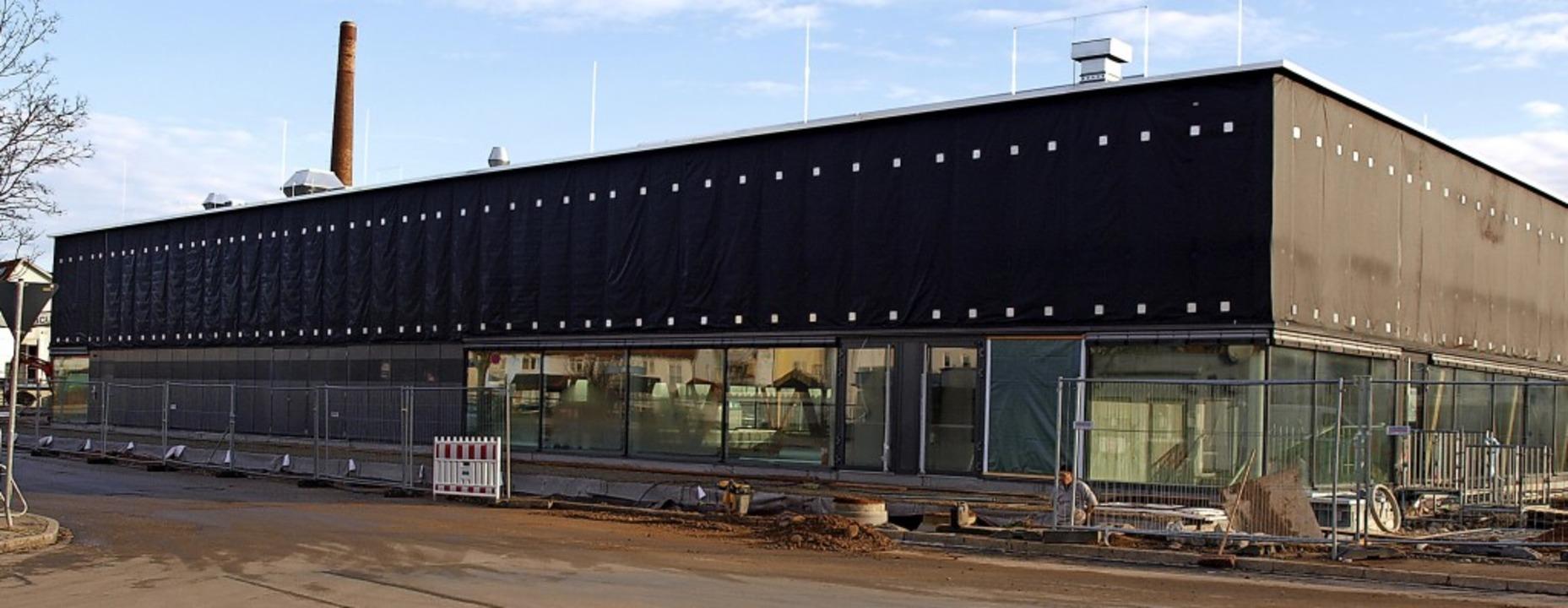 Die neue Brombacher Halle steht kurz v.... Darauf hat Brombach lange gewartet.   | Foto: Paul Schleer
