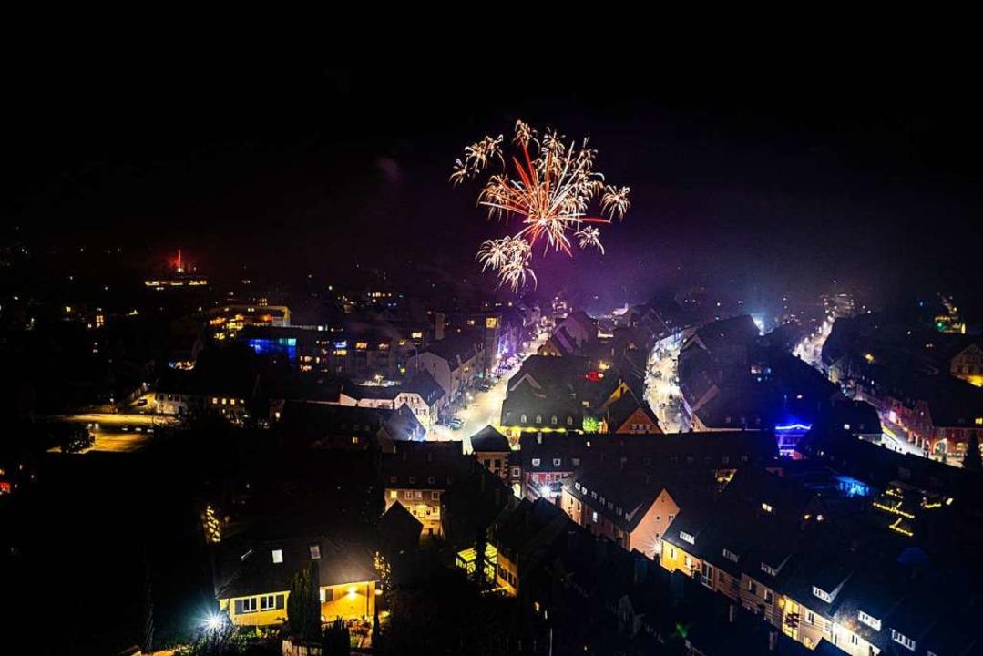 Vom Münster hatte man einen besonders ...uf das Silvesterfeuerwerk in Breisach.  | Foto: Martin Hau