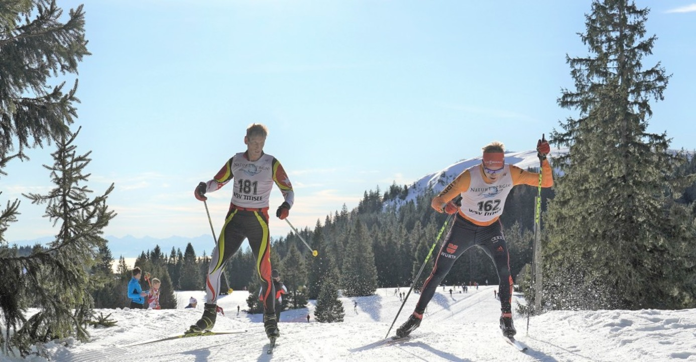Weltcup-Biathlet Benedikt Doll (rechts...ter Kuß, der in der M51 Zweiter wurde.  | Foto: Puff-Schott