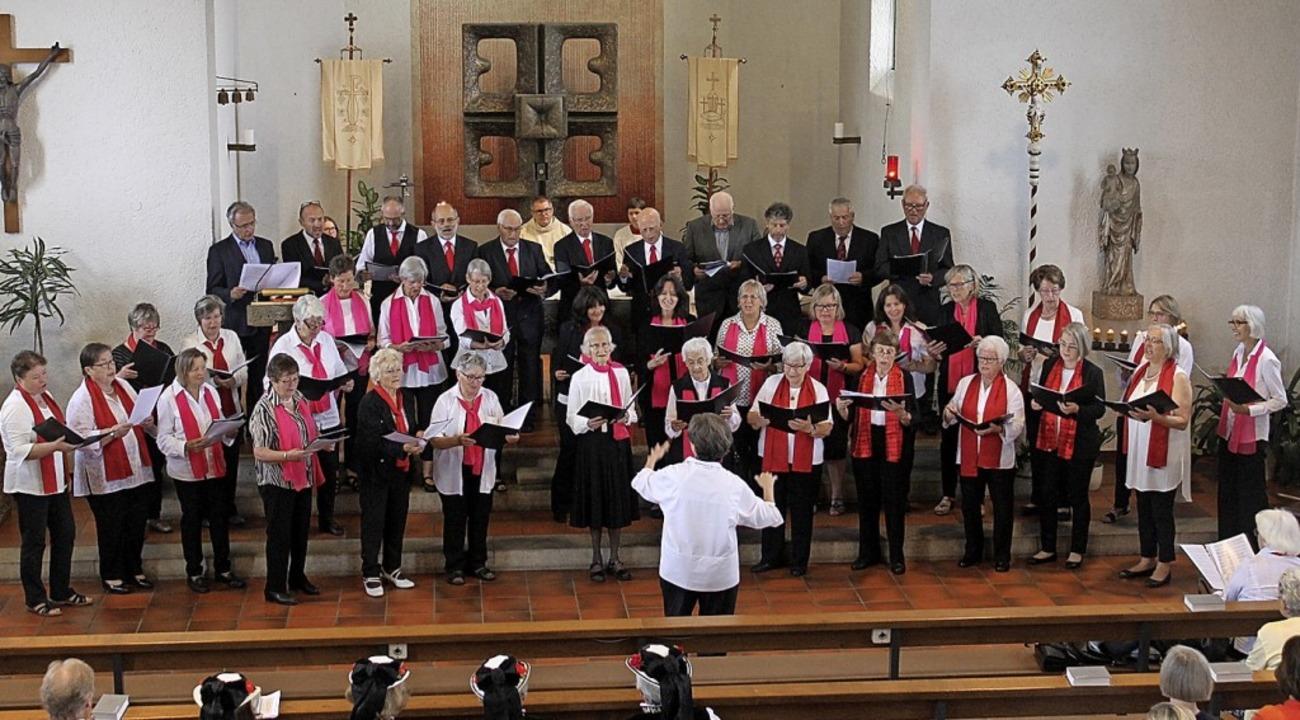 Der Kirchenchor St. Fridolin feierte z...in Valerie Nyre seinen 90. Geburtstag.  | Foto: Cornelia Liebwein
