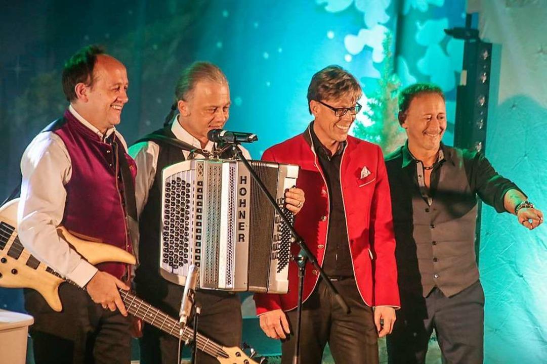 Seit sieben Jahren zum Jahresende in E...heimer Hansy Vogt (Zweiter von rechts)  | Foto: Sandra Decoux-Kone