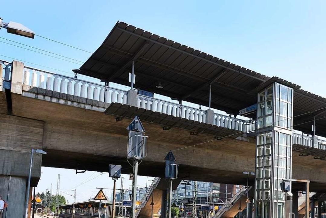 In der Nähe der Stadtbahnbrücke belästigte der Mann die junge Frau.  | Foto: Rita Eggstein