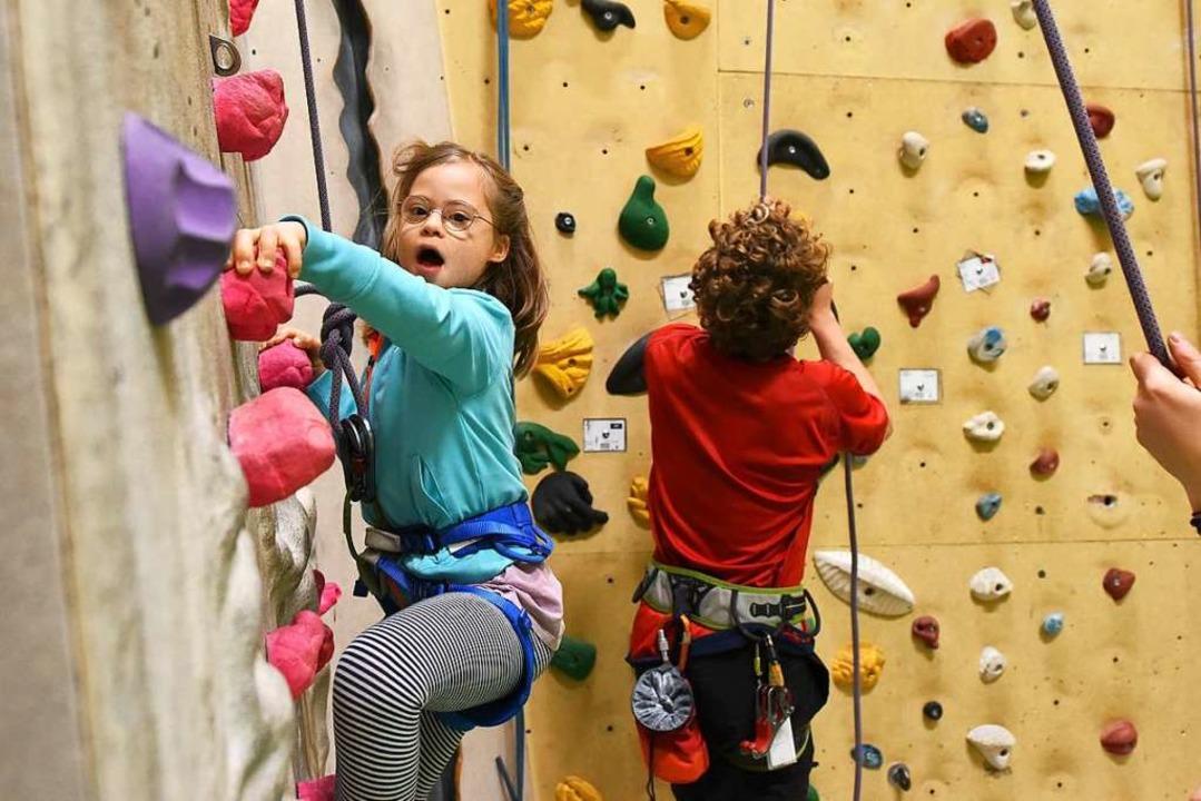 Mit Begeisterung nimmt die achtjährige...Halle des Deutschen Alpenvereins teil.  | Foto: Rita Eggstein