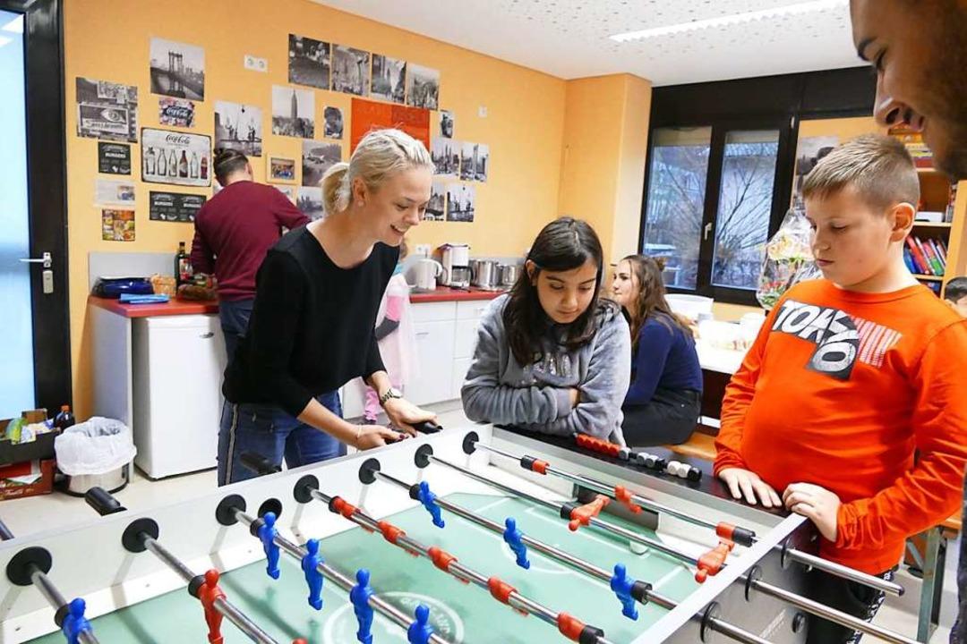 Beliebt: Kickern im Jugendzentrum  | Foto: Sarah Trinler