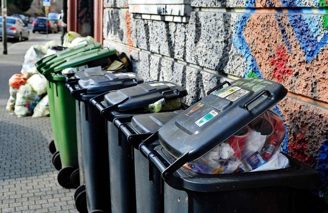 Die Müllgebühren steigen zwischen 1,5 ...t – je nach Größe des Haushalts.  | Foto: Thomas Kunz