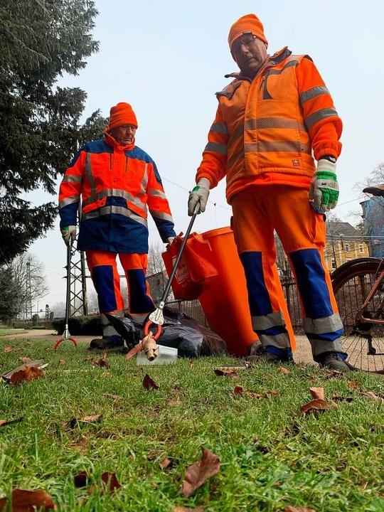 Paul Müller und Edwin Brazel gehören z...dass Offenburg nicht im Müll erstickt.    Foto: Helmut Seller