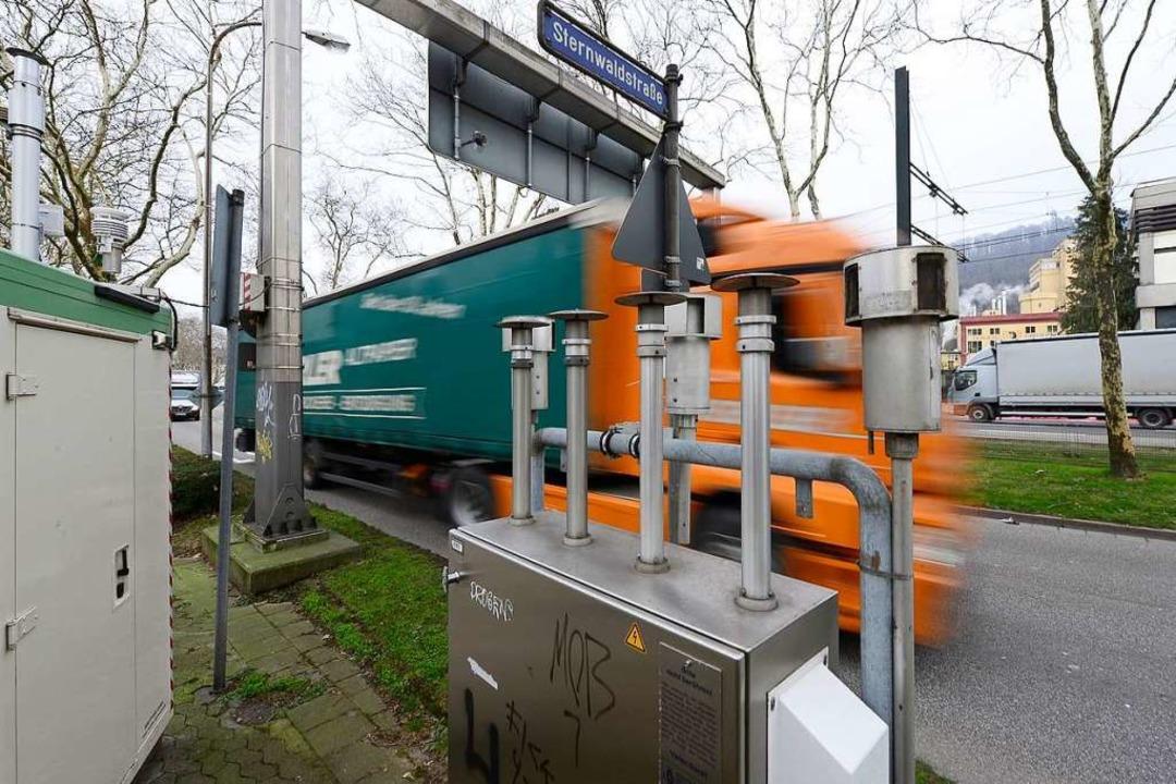 Die Messstelle an Freiburgs Stadtdurch...registrierte weniger Stickstoffdioxid.  | Foto: Ingo Schneider