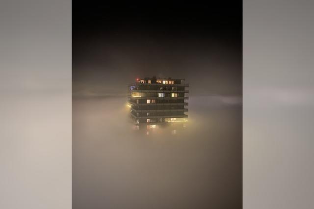 Hochhaus im Nebel