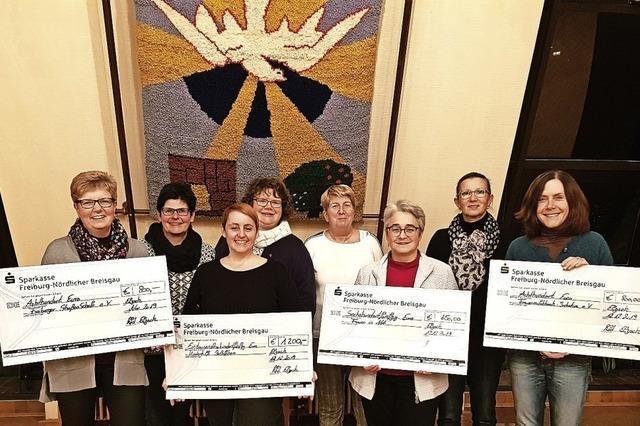 Spendenfreudige Frauen