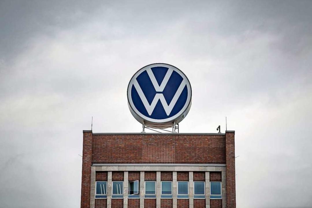 Verwaltungshochhaus von VW    Foto: Sina Schuldt (dpa)