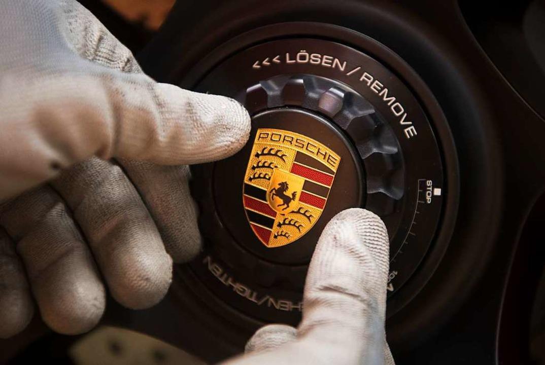 Zwei Porsche wurden in Herdern beschäd...; wann genau, ist unklar (Symbolbild).  | Foto: Marijan Murat