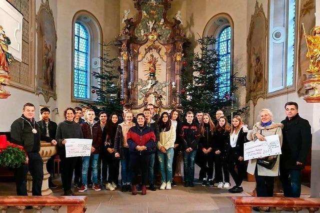 Eschbacher Firmanden spenden 20 Ster Holz für guten Zweck