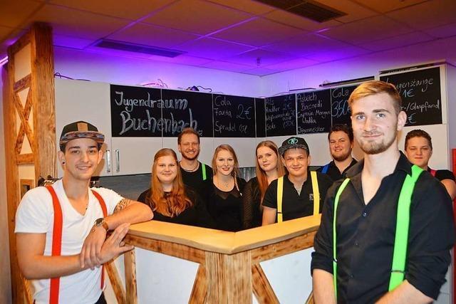 Buchenbacher Jugendliche präsentieren ihren neuen Jugendraum