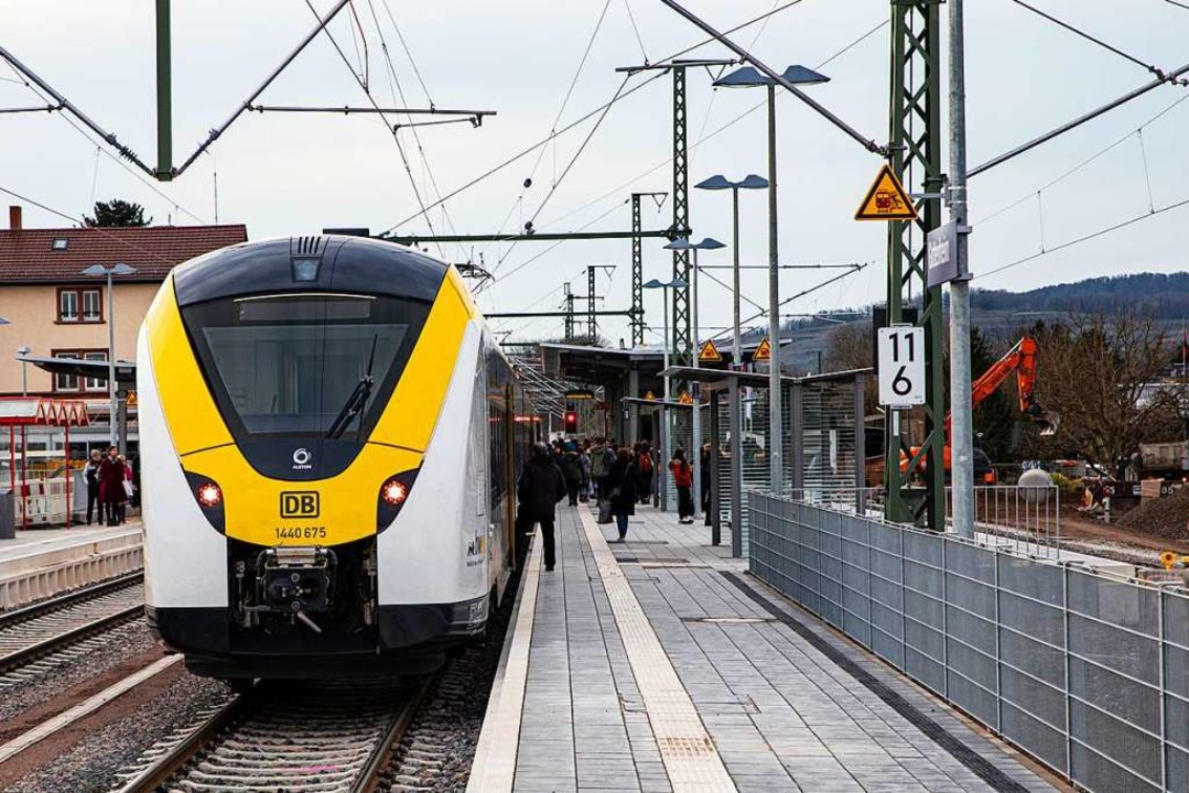Neue S-Bahn am Gottenheimer Bahnhof: V...ndentakt nach und von Endingen fahren.  | Foto: Hubert Gemmert