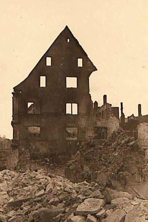 Von manchen Freiburger Häusern war im Winter 1944/45 nur noch die Fassade übrig.  | Foto: Archiv Hans-Jürgen Oehler