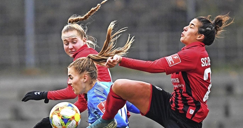 Augen zu und anstrengen: Die SC-Frauen... Niveau, auf dem sie spielen können.    | Foto: Patrick Seeger