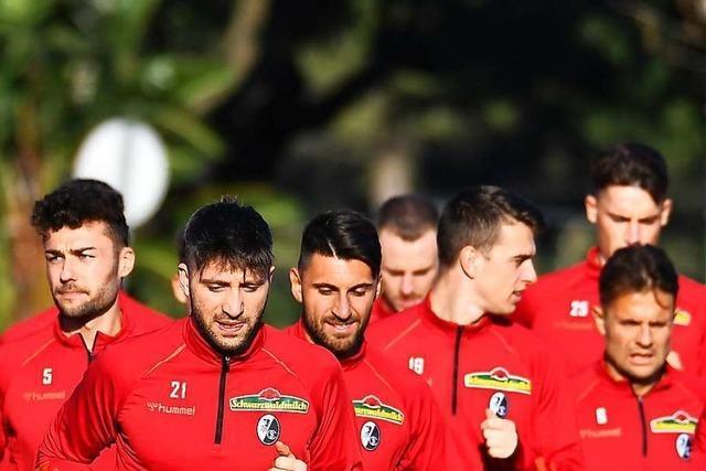 Im Trainingslager der Bundesliga-Kicker mischen vier Spieler aus der zweiten Mannschaft mit