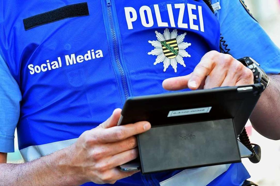 Die Polizei nutzt auch in Deutschland ... Media zur Kommunikation. (Symbolbild)  | Foto: Hendrik Schmidt