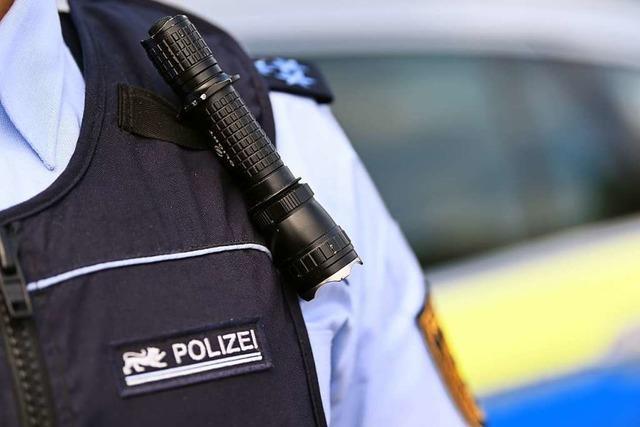 Betrunkener Mann rastet in Elzach völlig aus und spuckt einem Polizisten ins Gesicht