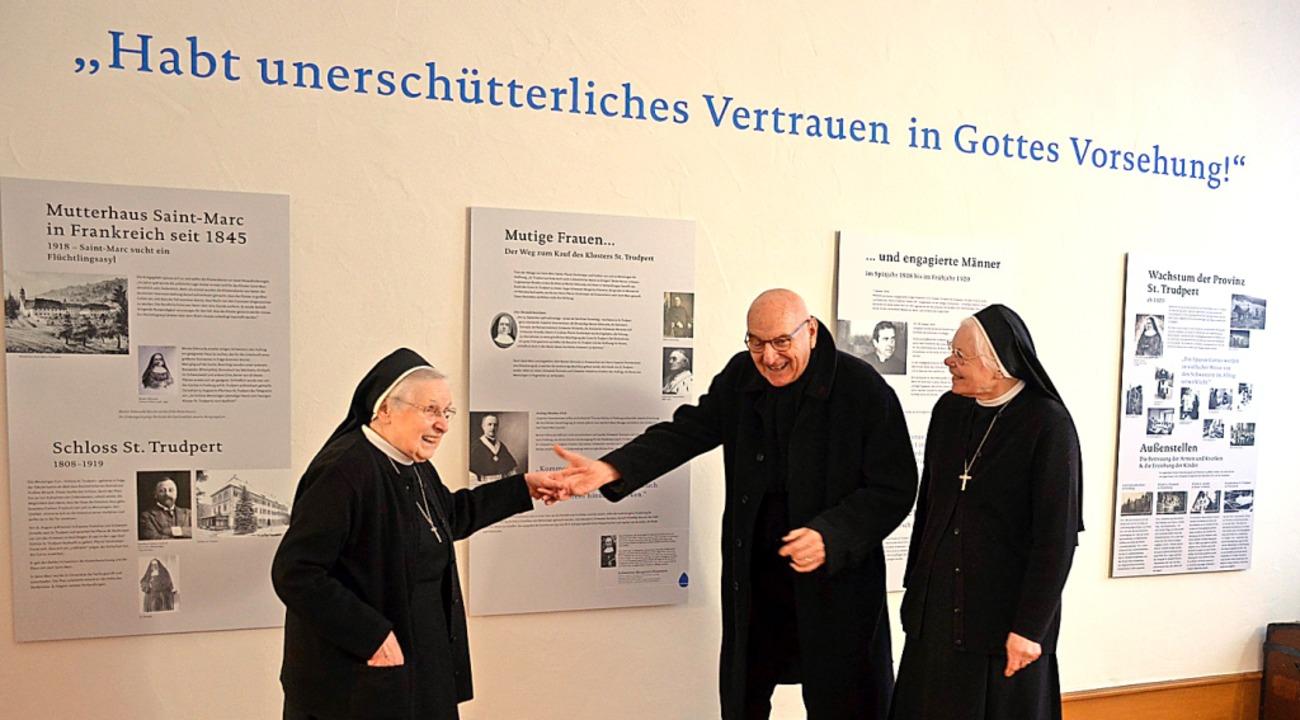 Die Jubiläumsausstellung (links) blick...tertal,  rechts beim Festgottesdienst   | Foto: Gabriele Hennicke
