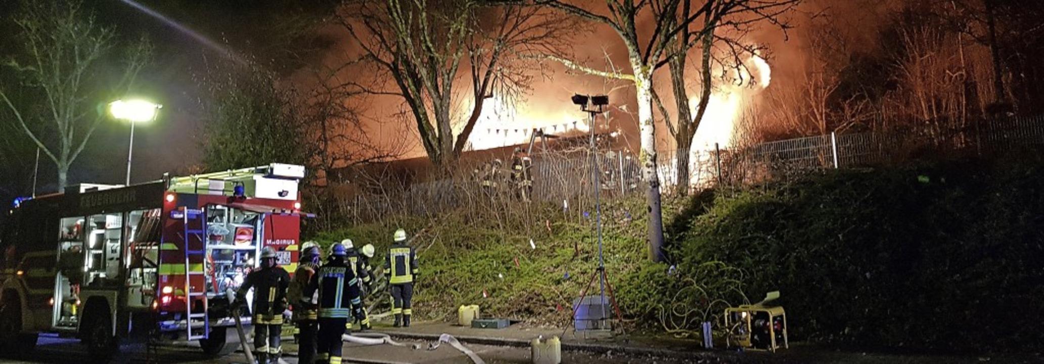 Der Kindergarten Seeboden in Wehr stand in der Nacht zum Dienstag in Flammen.  | Foto: kamera24
