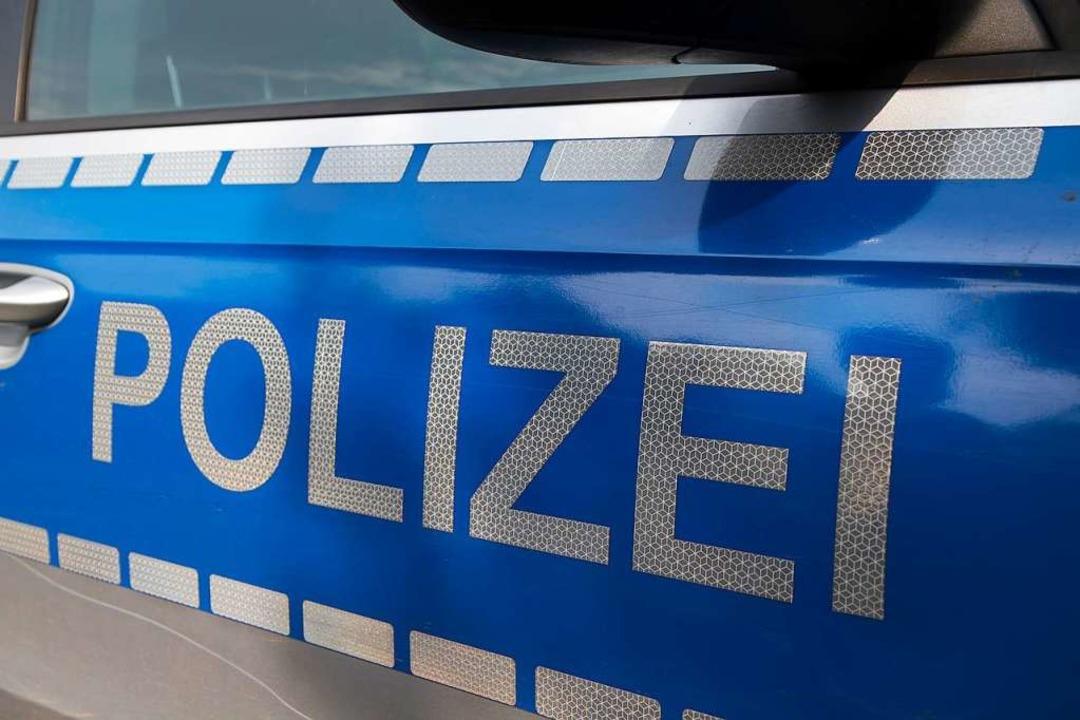Die Polizei fahndet nach drei Unbekann...cke auf die B33a bei Offenburg warfen.  | Foto: Daniel Fleig
