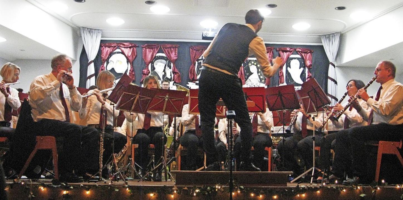 Dirigent Dominik Hierholzer und der Mu...ein Bernau boten ein tolles  Konzert.   | Foto: Ulrike Spiegelhlalter