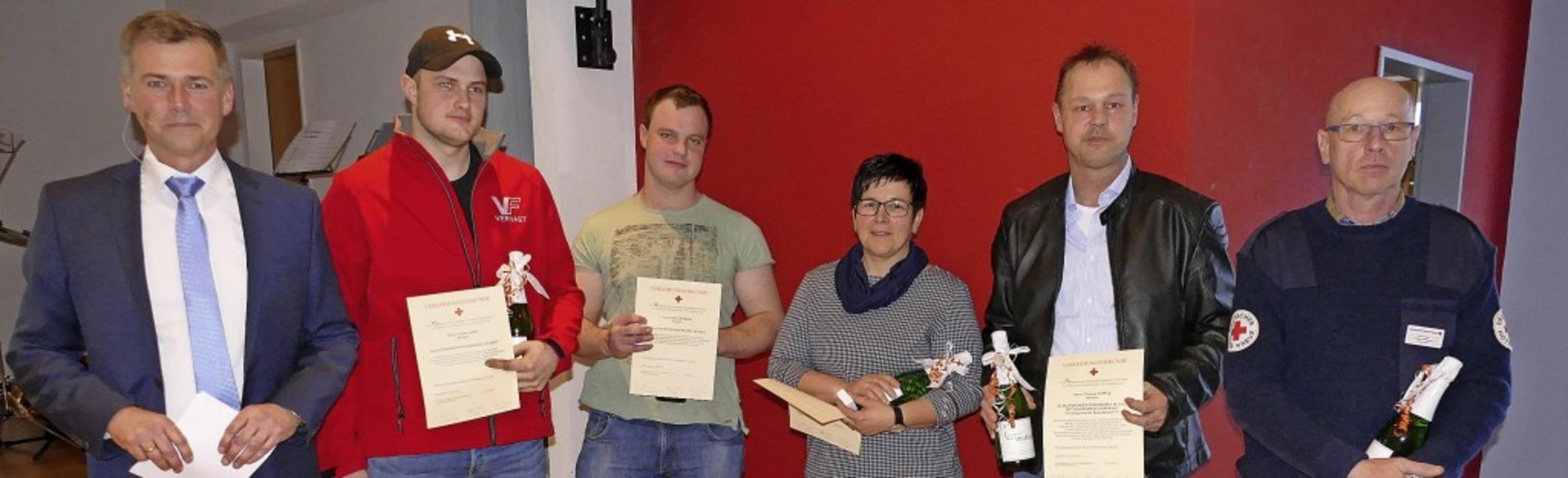 Bürgermeister Christian Mauch (links) ...dem Bild fehlt Horst Roland Schäuble.   | Foto: Juliane Kühnemund