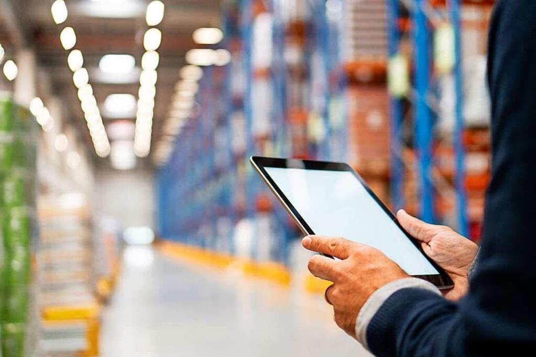 Der Industriefachwirt behält einen guten Überblick  | Foto: StockRocket - stock.adobe.com