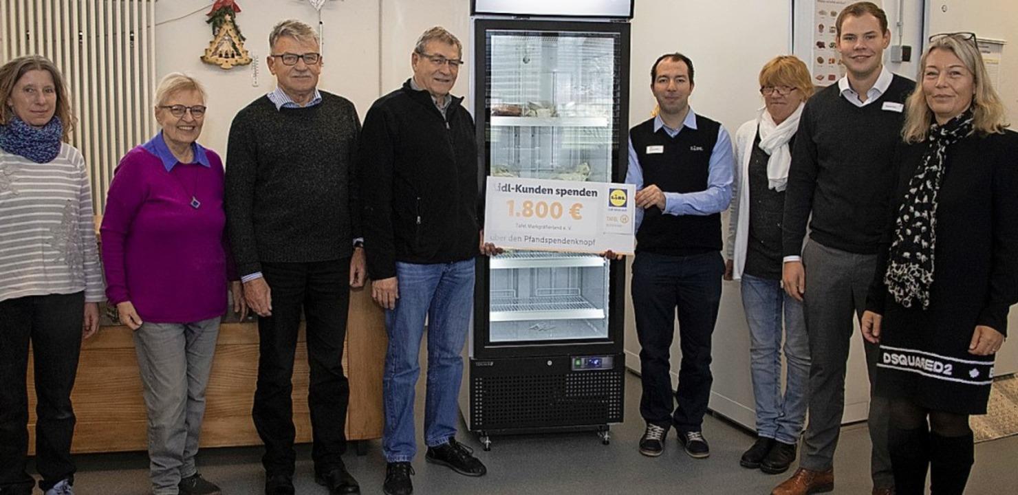 Repräsentanten der Discounterkette Lid... spezieller Kühlschrank gekauft wurde.    Foto: Volker Münch