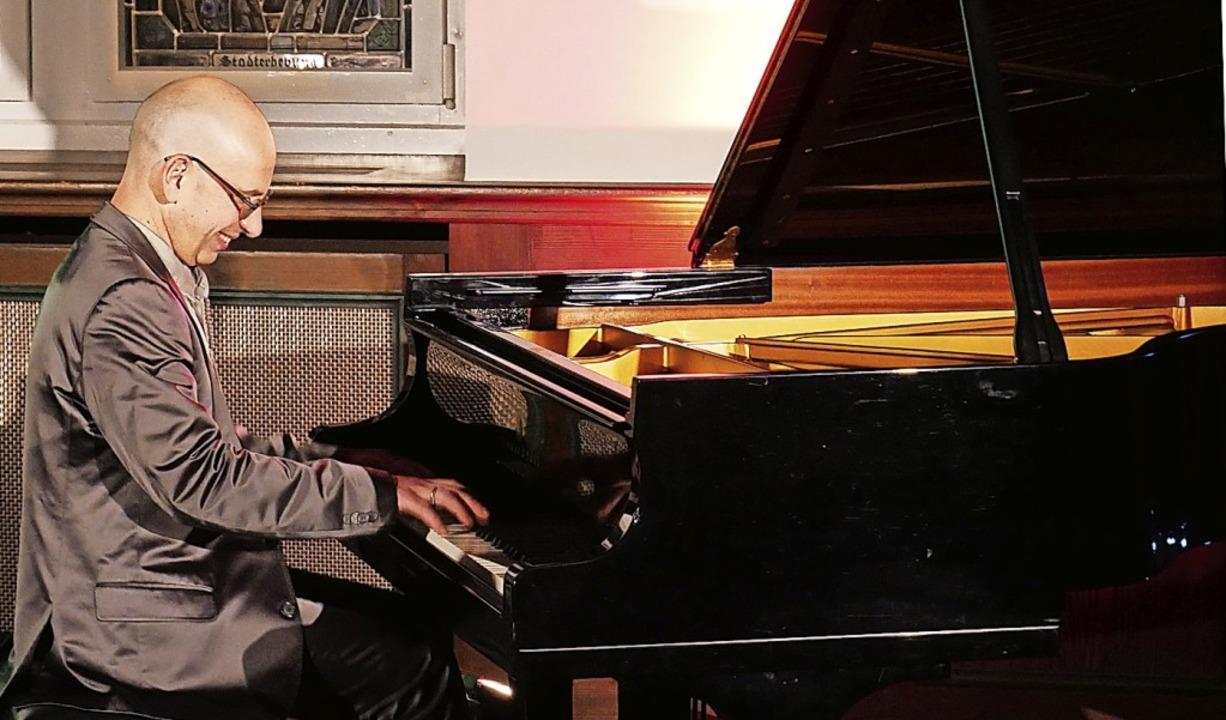 Der Pianist Georgi Mundrov beweist bei...Schlosses sein facettenreiches Spiel.   | Foto: Michael Gottstein